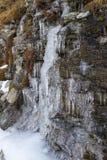 Autunno nelle montagne Ghiaccioli sulle rocce Valle di Aosta, Italia Immagine Stock