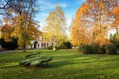 """Autunno parco nel †di Piestany Slovacchia """", costruzione storica, passo Fotografia Stock"""