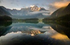 Autunno sopra il lago alpino, Julian Alps Fotografie Stock Libere da Diritti