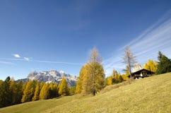 Autunno stupefacente nelle alpi delle dolomia, l'Italia Fotografie Stock Libere da Diritti