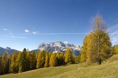 Autunno stupefacente nelle alpi delle dolomia, l'Italia Fotografia Stock