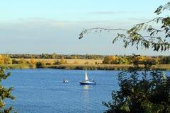 Autunno sul fiume Dnieper fotografia stock