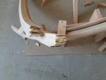 Aux extrémités de la balustrade ronde, le nombre de couches du chêne boiteux photographie stock