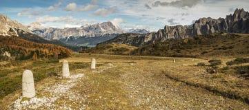 Aux montagnes de préhistoire Image stock