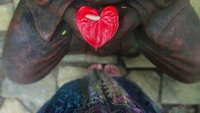 Aux pieds de Bouddha photos stock