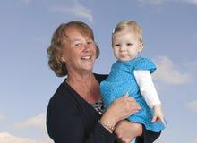 Avó com a neta, isolada no branco Imagem de Stock Royalty Free