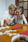 Avó e neta que jogam com tabuleta Fotografia de Stock Royalty Free