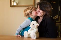 Avó eu beijá-lo-ei para a câmera Foto de Stock Royalty Free