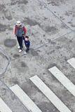 A avó guia seu neto na rua, Guangzhou, China Fotos de Stock Royalty Free