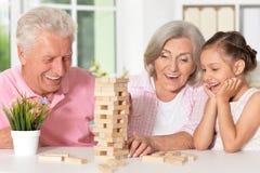 Avós com a neta que joga junto Fotografia de Stock
