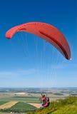 av att ta för paraglider Royaltyfri Fotografi