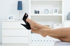 av att ta för skor Royaltyfri Fotografi