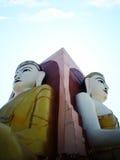 2 av Buddha 4 hans riktning 4 punkter i den Myanmar templet Arkivfoton