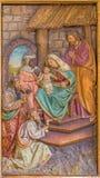 Av de tre vise männen sned lättnad från sida som altaret i jesuit kyrktar från 19 cent Arkivbild