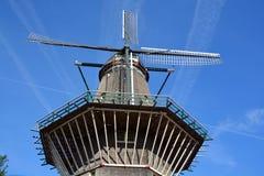 Av den Amsterdam endast väderkvarnen Arkivfoton
