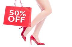 50 av eller femtio procent rabatt för kvinnaskor royaltyfri bild