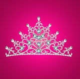 Av en kvinna med tiarakronajuvlar på rosa färger Royaltyfri Foto