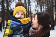 Av familjen på vinter Arkivbild