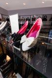 50% av i skor Arkivfoton