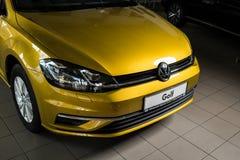 19 av Januari, 2018 - Vinnitsa, Ukraina Volkswagen VW Golf pres Royaltyfria Foton