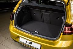 19 av Januari, 2018 - Vinnitsa, Ukraina Volkswagen VW Golf pres Royaltyfri Fotografi