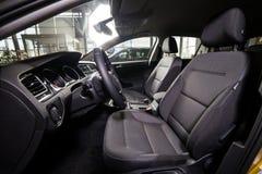 19 av Januari, 2018 - Vinnitsa, Ukraina Volkswagen VW Golf pres Royaltyfria Bilder