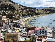 By av Juli på sjön Titicaca Arkivfoto