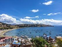 By av Juli på sjön Titicaca Royaltyfri Bild