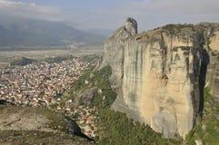By av Kalabaka Grekland Arkivfoto