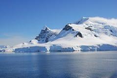 Av kusten av Antarktis Royaltyfri Foto
