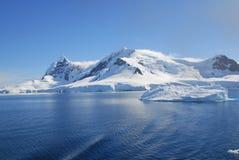 Av kusten av Antarktis Arkivbild