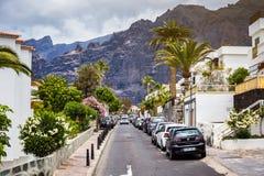 10 av Maj 2018 - Tenerife, Spanien Cityscapesikt av Los Gigantes Royaltyfri Bild