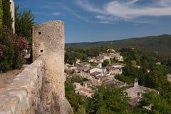By av Menerbes i söderna av Frankrike Royaltyfria Bilder