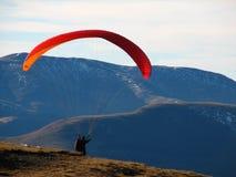 av paraglideren ta Arkivbild