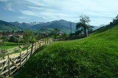By av Plav, i Montenegro, på den albanska gränsen, i mitt av de Balkans bergskedjorna royaltyfri fotografi