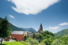By av Salardu spanjor Pyrenees Arkivfoton