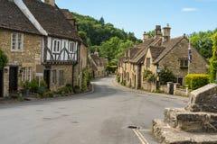 By av slotten Combe i Wiltshire royaltyfria bilder