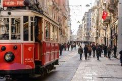 Av ställena besökte mest vid turister, den Istiklal gatan, cloen arkivbilder