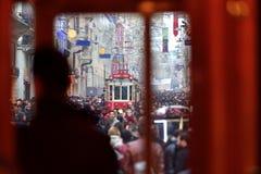 Av ställena besökte mest vid turister, den Istiklal gatan, cloen royaltyfri fotografi