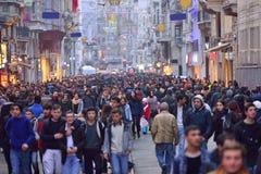 Av ställena besökte mest vid turister, den Istiklal gatan, cloen royaltyfri foto