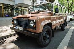 Av-väg medelland Rover Defender, 1983 Arkivfoto