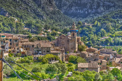By av Valldemosa & x28; Mallorca - Spain& x29; Royaltyfria Foton