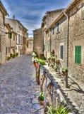 By av Valldemosa & x28; Mallorca - Spain& x29; Arkivfoton