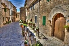 By av Valldemosa & x28; Mallorca - Spain& x29; Royaltyfria Bilder