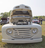 1950 av vita Ford Pickup Front View Royaltyfri Bild