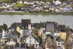 By av Zell, Tyskland, längs den Mosel floden i början av mars Arkivbild