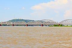 Ava Bridge Cross The Irrawaddy flod, Sagaing, Myanmar arkivfoton