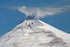 Avachinskyvulkaan - actieve vulkaan van Kamchatka royalty-vrije stock foto's