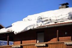 A avalancha da neve está caindo foto de stock royalty free