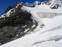Avalancha glacial del hielo con la moraine Foto de archivo libre de regalías